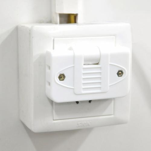 可旋转一拖三电源转换插头/旅行插头--大号(白色)